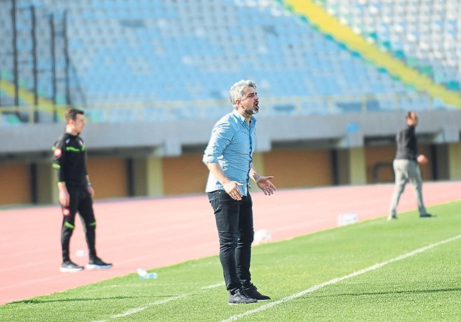 """Karşıyaka'nın teknik patronu, genç oyuncuların geçen sezon tecrübe kazandığını belirtip, """"Hedefe koşan, son düdüğe kadar savaşan takım yaratıp yolumuza devam edeceğiz"""" dedi."""