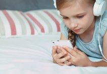 Yatakta cep telefonu çocuğun boyunu etkiliyor!
