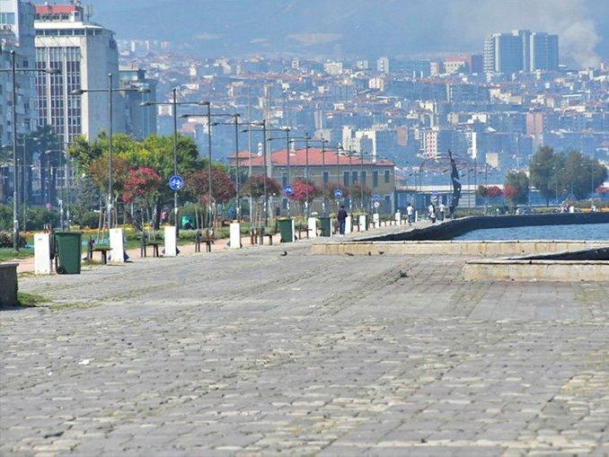 İzmir'in meydanları boş kaldı