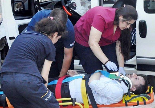 Otomobille hafif ticari araç çarpıştı: 8 Yaralı