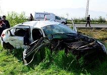 Refüjü aşıp karşı şeride geçen araçta 2 ölü