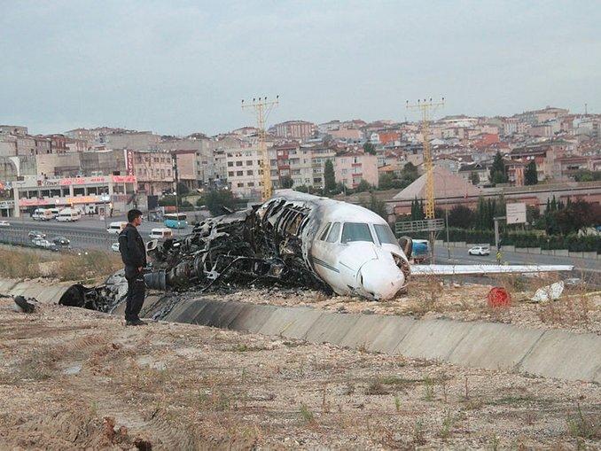 Atatürk Havalimanı'na özel jet düştü