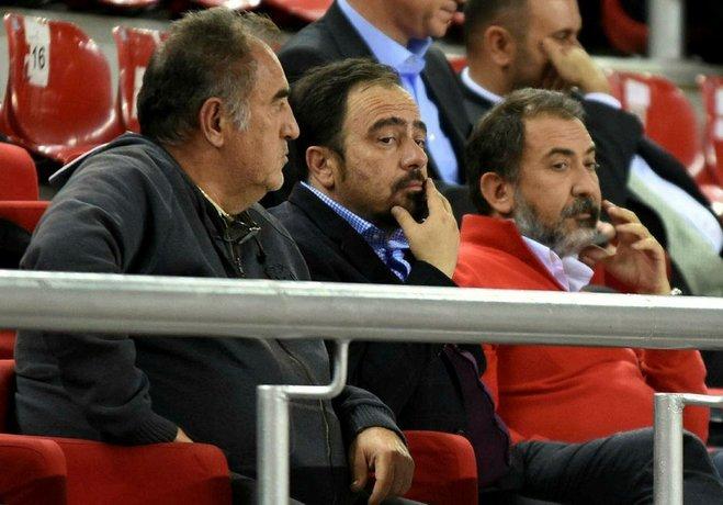 Başkan Mutlu Altuğ'un yönetimde imza toplayarak ocak ayında basketbol şube başkanlığı görevinden aldığı Turgay Büyükkarcı,