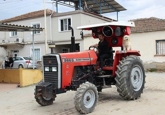Modifiyeli traktör