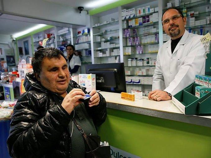 Konuşan ilaç kutuları görme engellilere ilaç gibi geldi