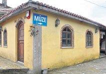Ecdat yadigarlarını açtığı müzede sergiliyor