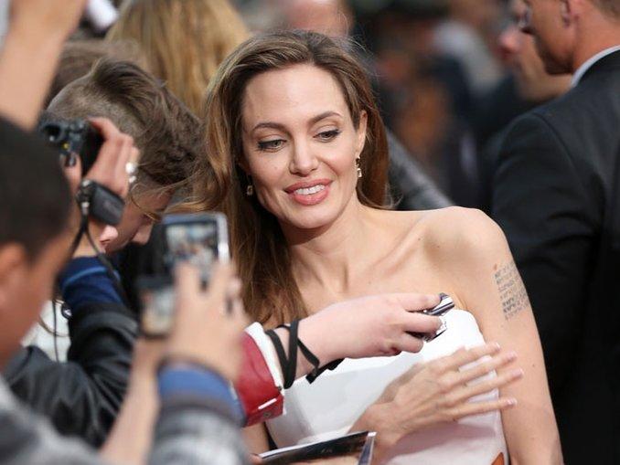 Angelina kadınları bilinçlendirdi...