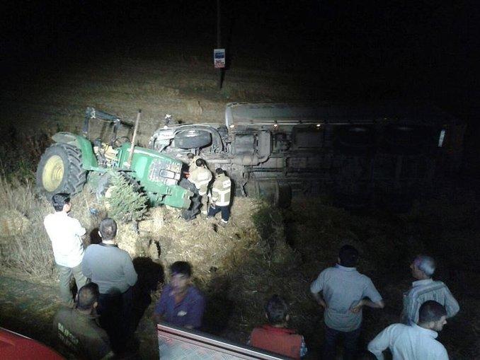 Tır, saman traktörüne çarptı: 2 ölü, 4 yaralı