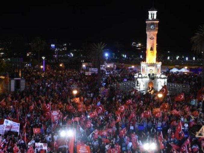 10 günde 300 bin kişi demokrasi nöbeti tuttu