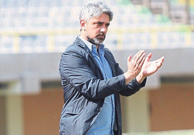 Silivrispor'u 2-1 yenerek sezonun ilk galibiyetini alan Karşıyaka, İzmir'deki üst üste 6. zaferine teknik patron Atilla Güneş ile imza attı. KSK, kırdığı rekorla 5 profesyonel İzmir ekibini de geride bırakmayı başardı.