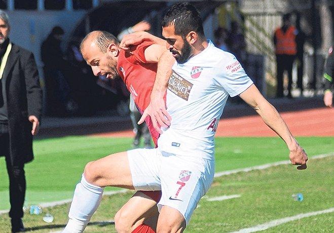 Kırmızı Grup'ta Play-Off hattına giren Karşıyaka, lider Gümüşhanespor'u ağırlıyor.