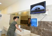 Kemeraltı'ya, klasik müzikli modern tuvalet