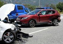 2 otomobil çarpıştı 12 yaralı!