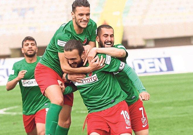 Hafta içi mesaisinde İzmir'e lider gelen Gümüşhanespor'u 3-0 mağlup ederek Play-Off hattındaki yerini koruyan Karşıyaka, yarın düşme hattındaki Tokatspor'a konuk olacak.