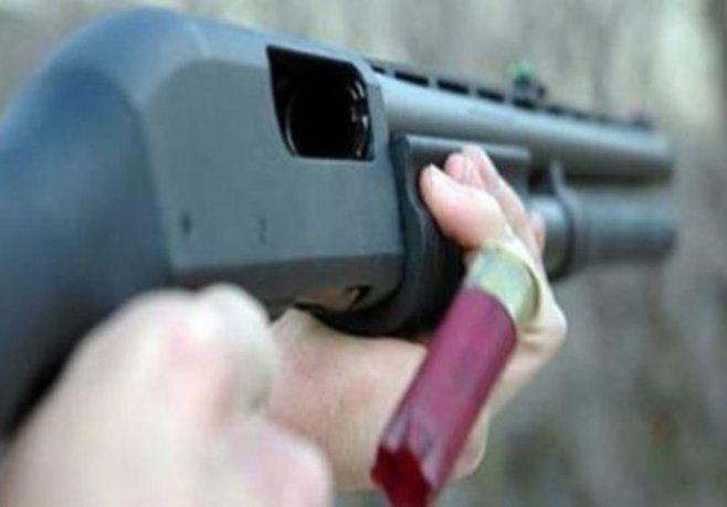 Genç kız annesini döven üvey babasını vurdu