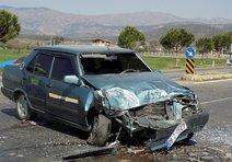 Yol ayrımında çarpışan araçlarda 4 yaralı