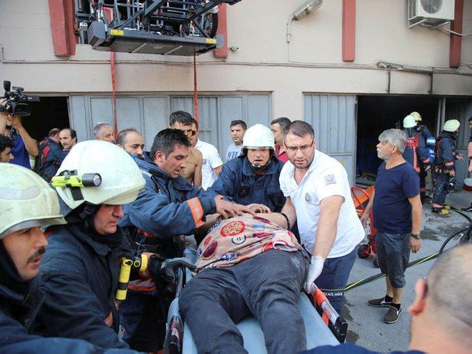 Bayrampaşada yangın: 1 ölü, 10 yaralı