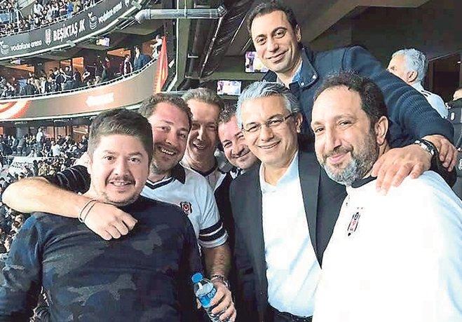Taraftarlar, bu sezon KSK'nin maçlarında çok fazla göremedikleri Karşıyaka Belediye Başkanı'nı Beşiktaş-Olympiakos maçından paylaştığı fotoğrafların ardından sosyal medyada topa tuttu.