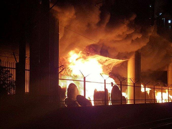 İzmirde metro istasyonu yakınında yangın